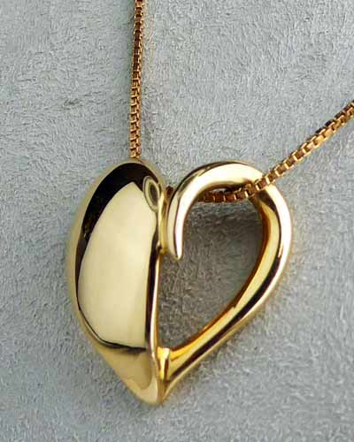 14K Gold Heart Pendant by Pasdera side