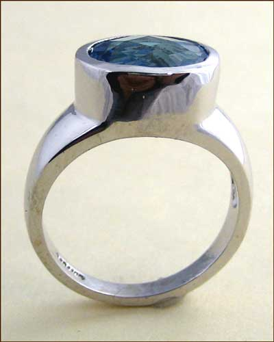14k Swiss Blue Topaz Ring 200-2126 side