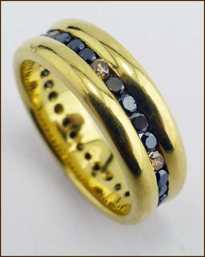 18K Gold Black Diamond Band