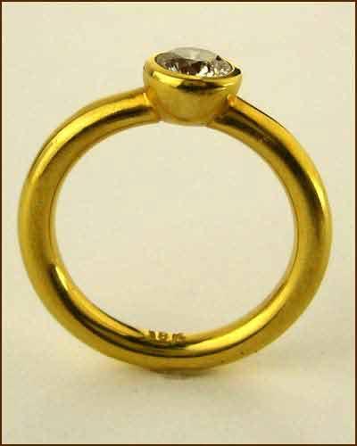 18k Champagne Diamond Ring side
