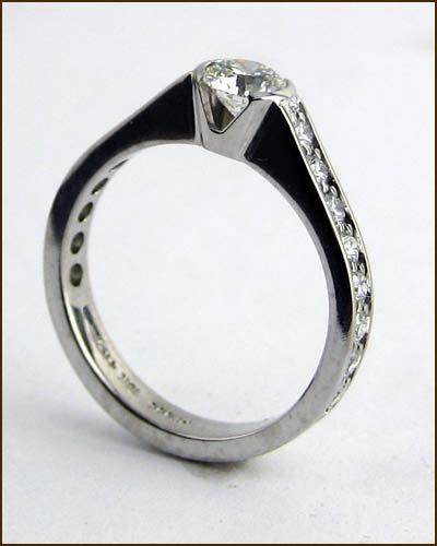 18k White Gold Favored Ring side