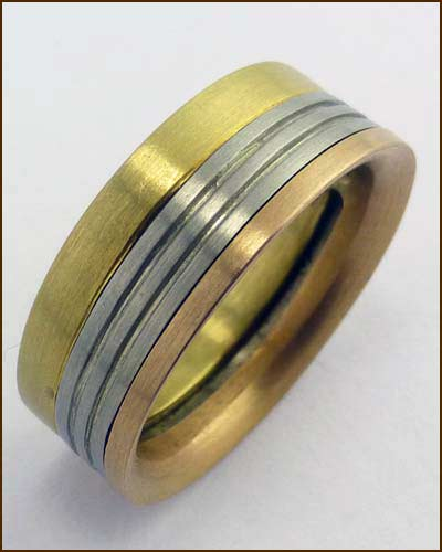 William Richey 3-Tone 18k Gold Men's Band standing up